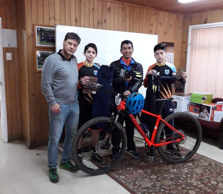 Entrega de accesorios de Mountainbike